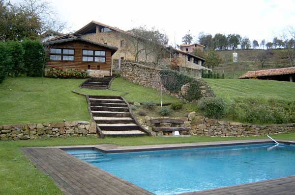 Jardines con piscina for Jardines con piscinas desmontables