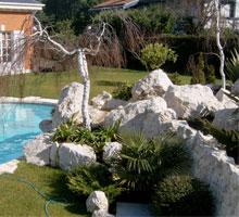 jardines con piscinas